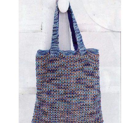 Вязаная спицами сумочка - котомка своими руками