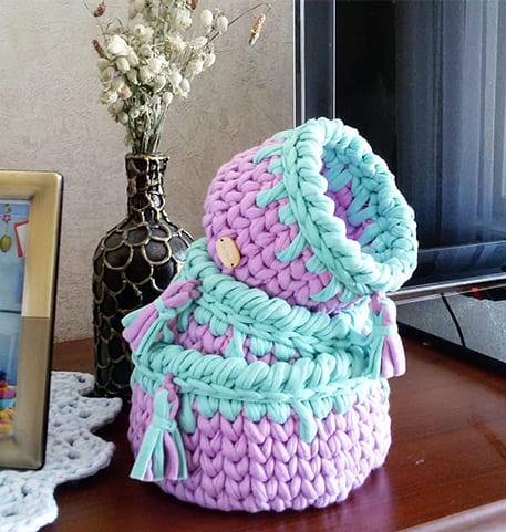Вязаная корзинка из трикотажной ткани крючком