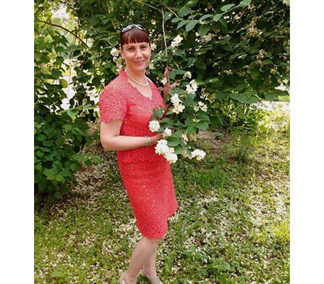Вязаный крючком костюм для женщины