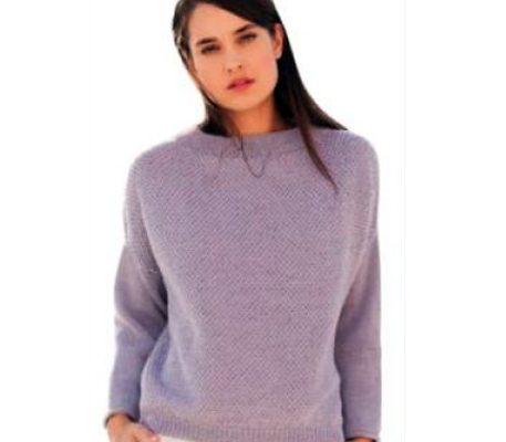Вязаный лиловый пуловер спицами