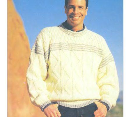 """Вязаный мужской пуловер с узором """"косы"""" спицами"""