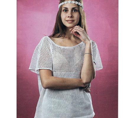 Вязаный спицами и крючком белый пуловер с ажурной кокеткой