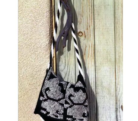 Вязаная черная сумка спицами