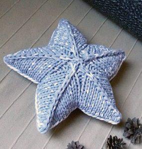 Вязаная подушка игрушка спицами