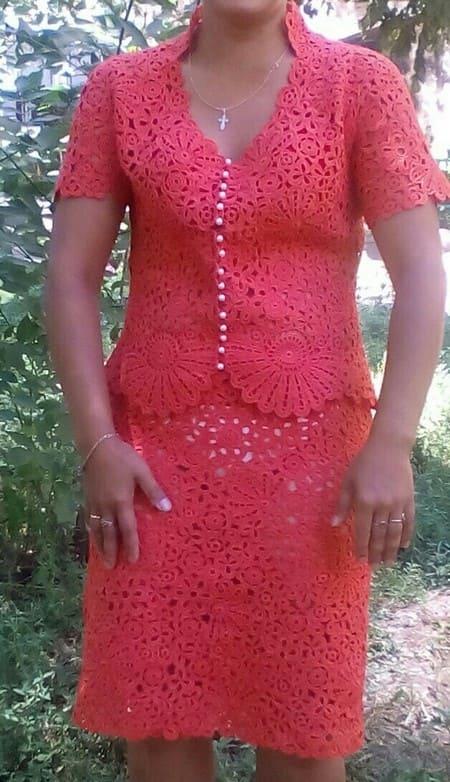 Вязаный крючком костюм для женщины. Описание, схемы