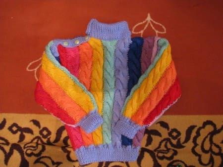 Вяжем свитер для мальчика 4 лет из остатков пряжи. Описание, схема