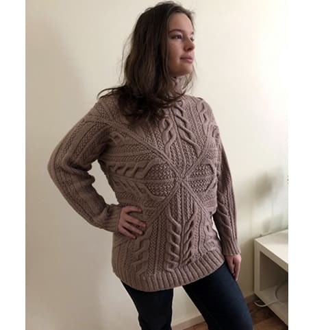 Креативный женский пуловер, вязаный спицами, с описанием