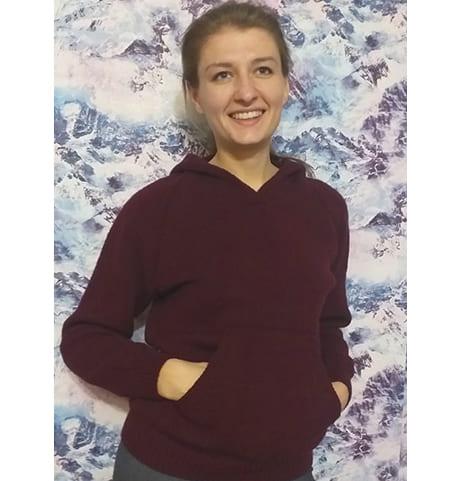 Вязаный спицами женский пуловер с капюшоном. Схема, описание