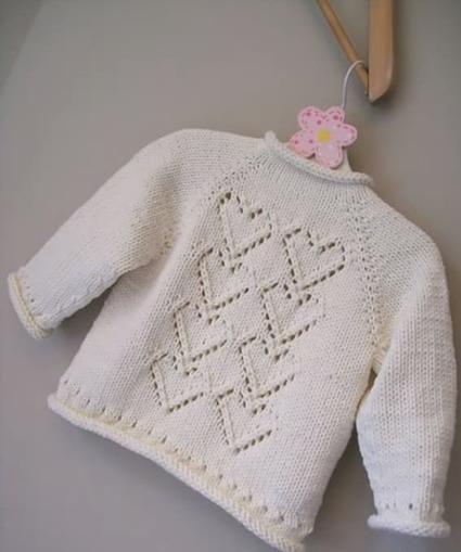 свитер с сердечками