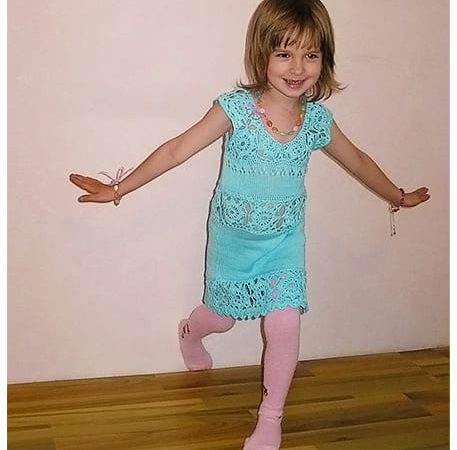 Детский сарафан крючком и спицами