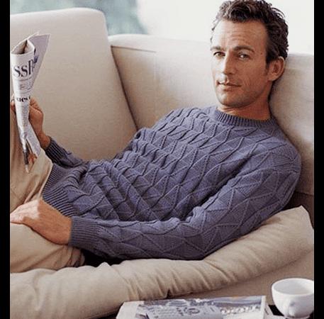 модный мужской пуловер спицами